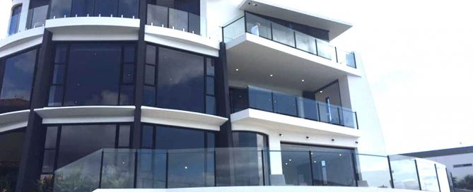 Gold-Coast-frameless-and-semi-frameless-glass-and-aluminium-balustrades
